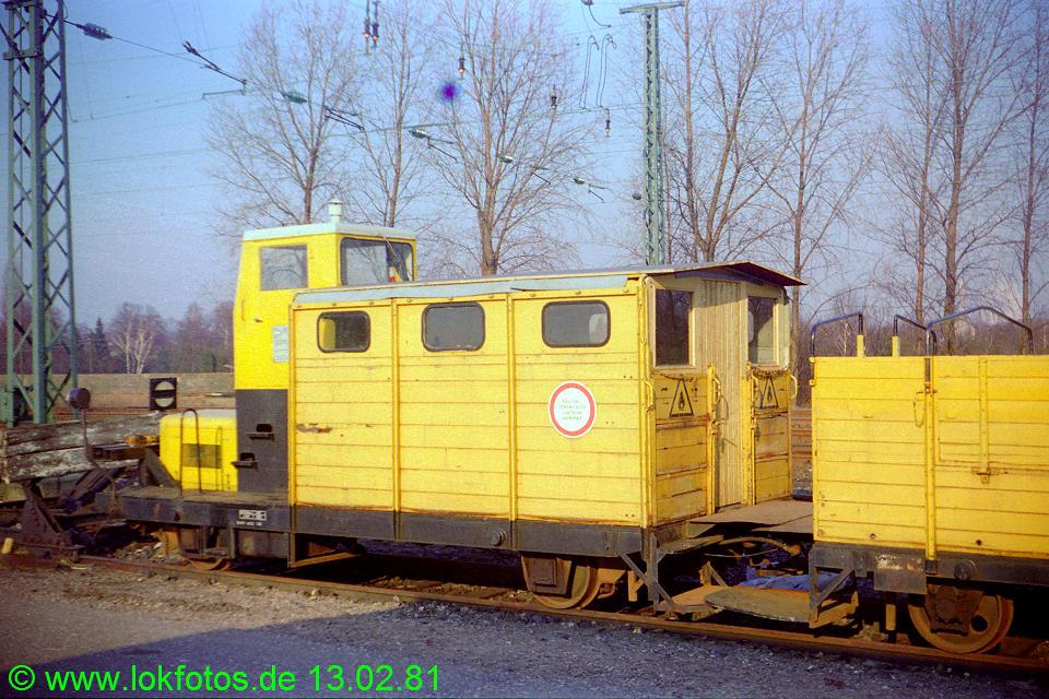 http://www.lokfotos.de/fotos/1981/0213/00406.jpg