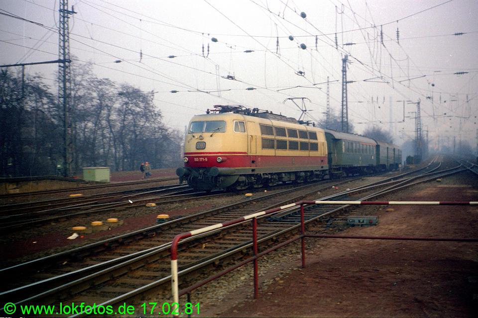 http://www.lokfotos.de/fotos/1981/0217/00410.jpg
