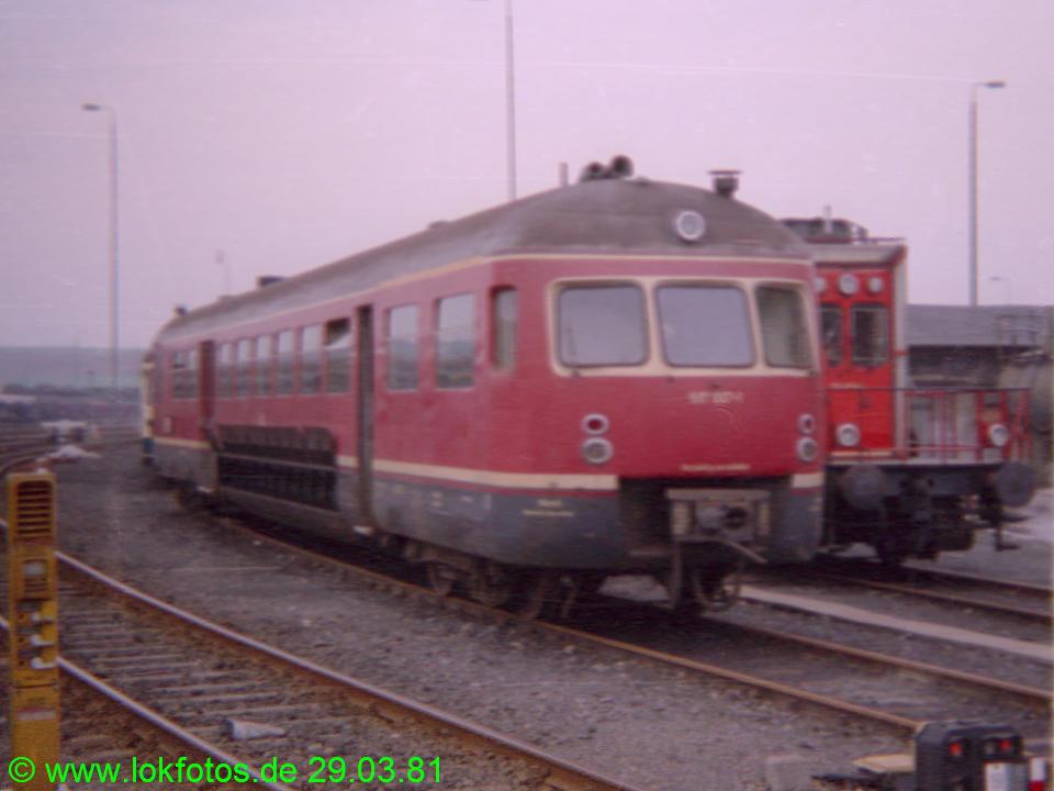 http://www.lokfotos.de/fotos/1981/0329/00436.jpg