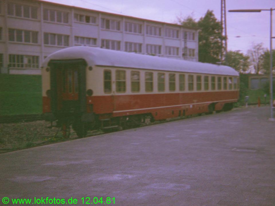 http://www.lokfotos.de/fotos/1981/0412/00495.jpg