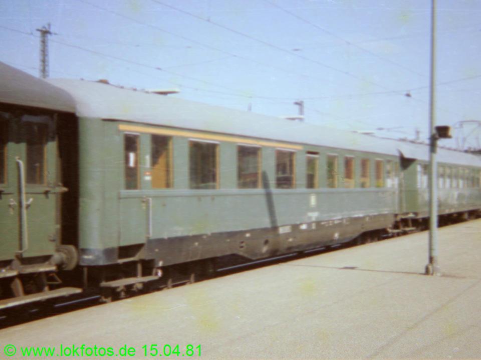 http://www.lokfotos.de/fotos/1981/0415/00526.jpg