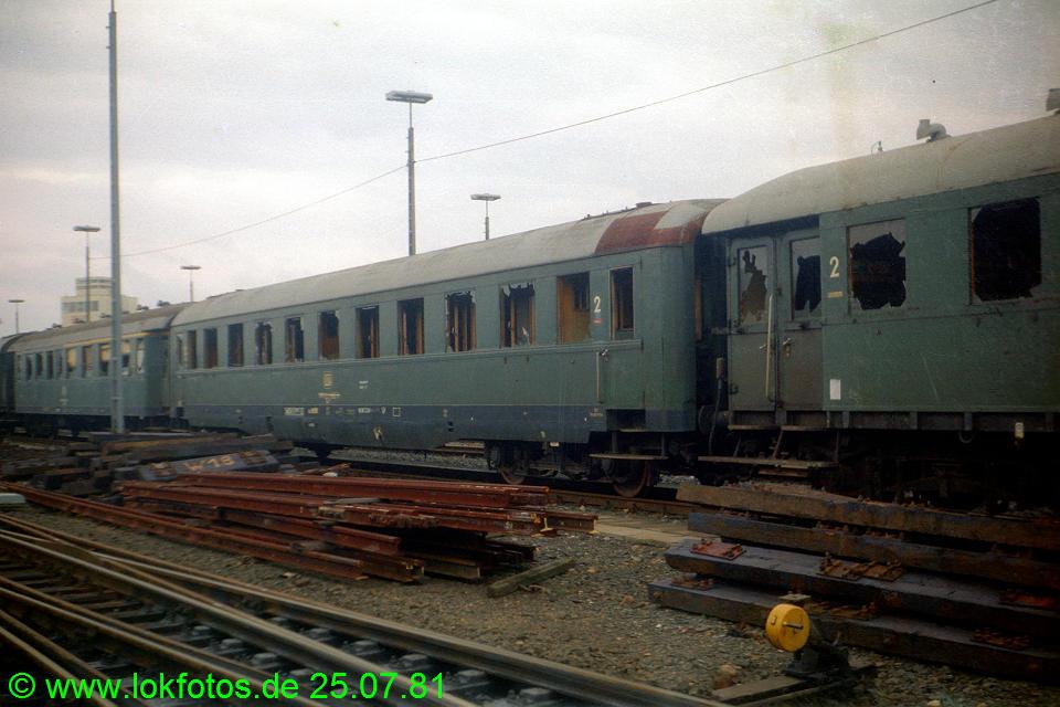 http://www.lokfotos.de/fotos/1981/0725/00592.jpg