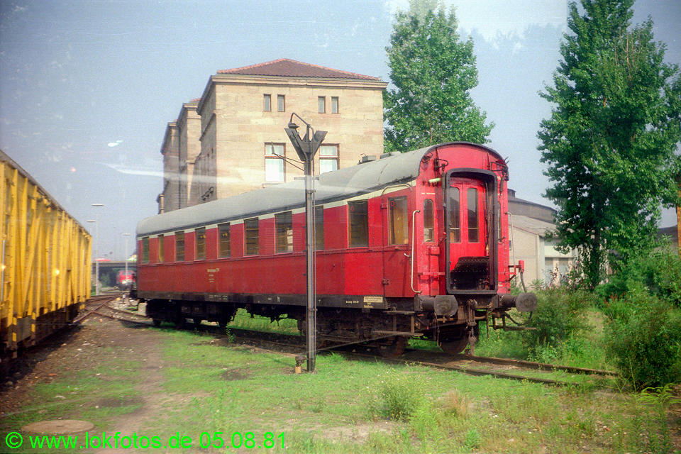http://www.lokfotos.de/fotos/1981/0805/00682.jpg