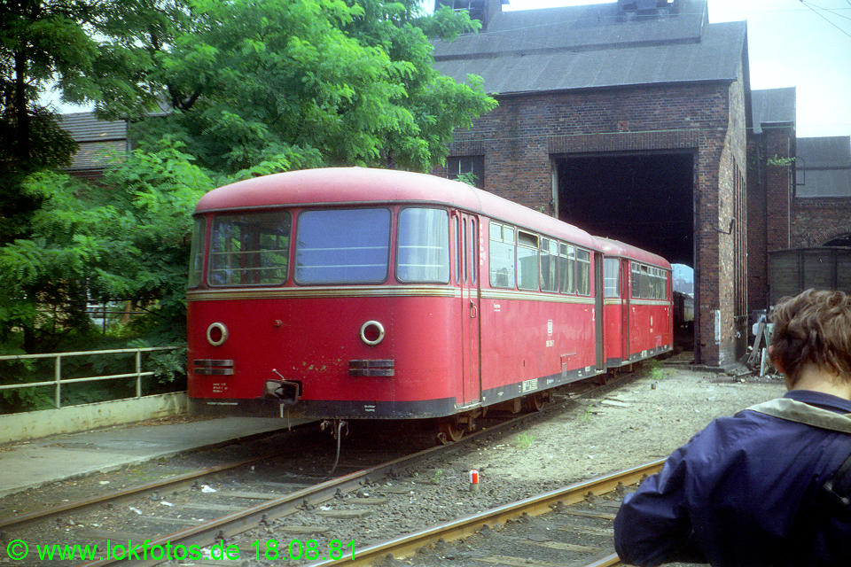 http://www.lokfotos.de/fotos/1981/0818/00775.jpg