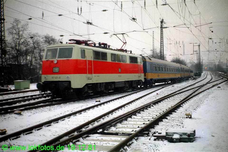 http://www.lokfotos.de/fotos/1981/1219/00957.jpg