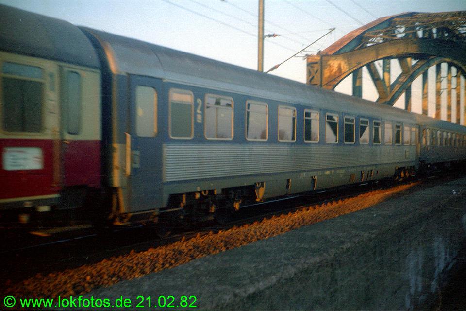 http://www.lokfotos.de/fotos/1982/0221/01049.jpg