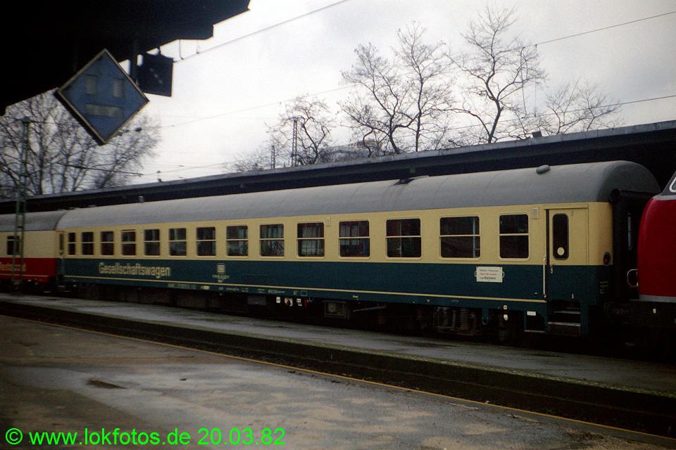 http://www.lokfotos.de/fotos/1982/0320/01072.jpg