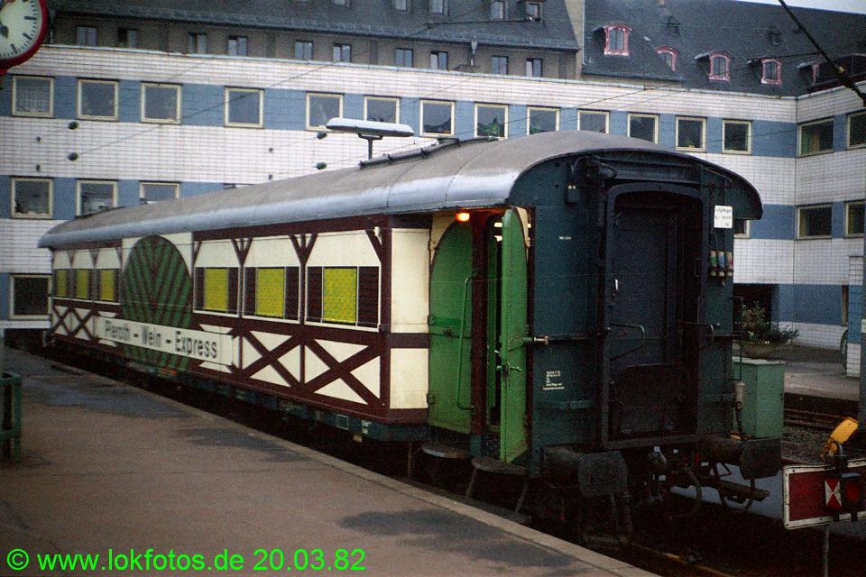 http://www.lokfotos.de/fotos/1982/0320/01076.jpg