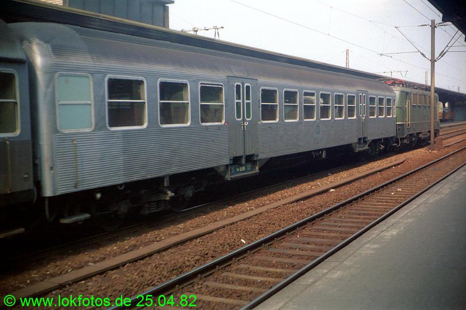 http://www.lokfotos.de/fotos/1982/0425/01206.jpg