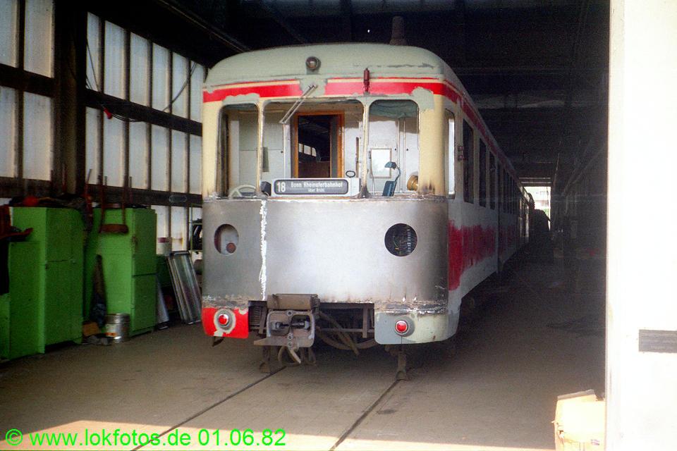 http://www.lokfotos.de/fotos/1982/0601/01276.jpg
