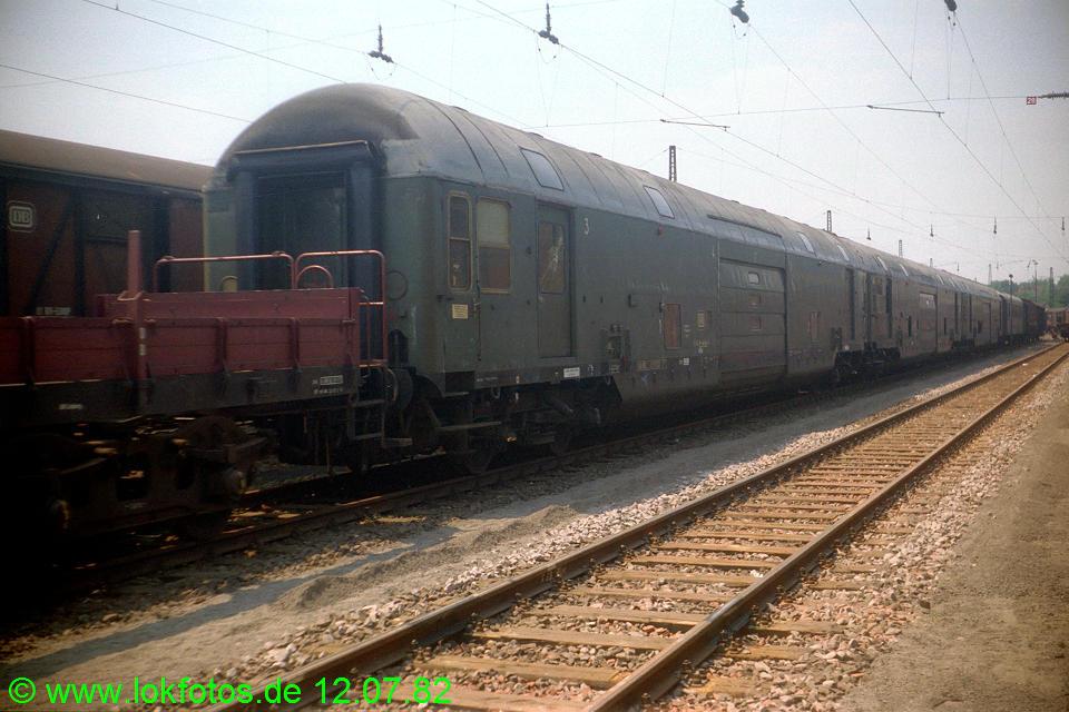 http://www.lokfotos.de/fotos/1982/0712/01349.jpg