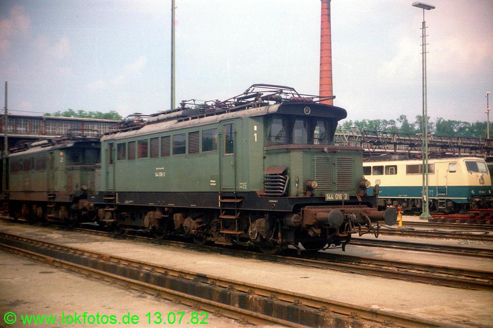 http://www.lokfotos.de/fotos/1982/0713/01367.jpg