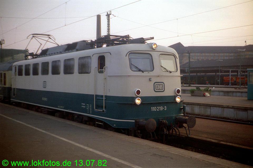 http://www.lokfotos.de/fotos/1982/0713/01389.jpg