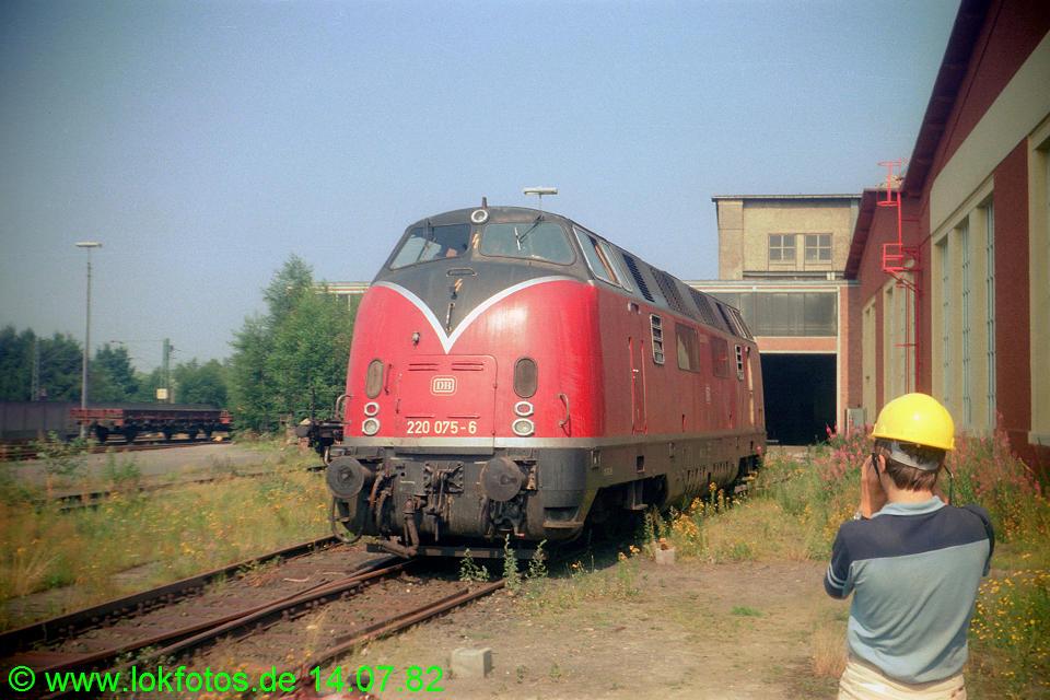 http://www.lokfotos.de/fotos/1982/0714/01400.jpg