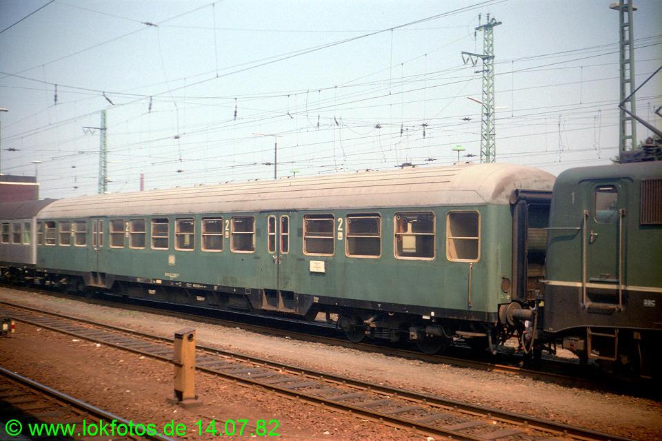 http://www.lokfotos.de/fotos/1982/0714/01403.jpg