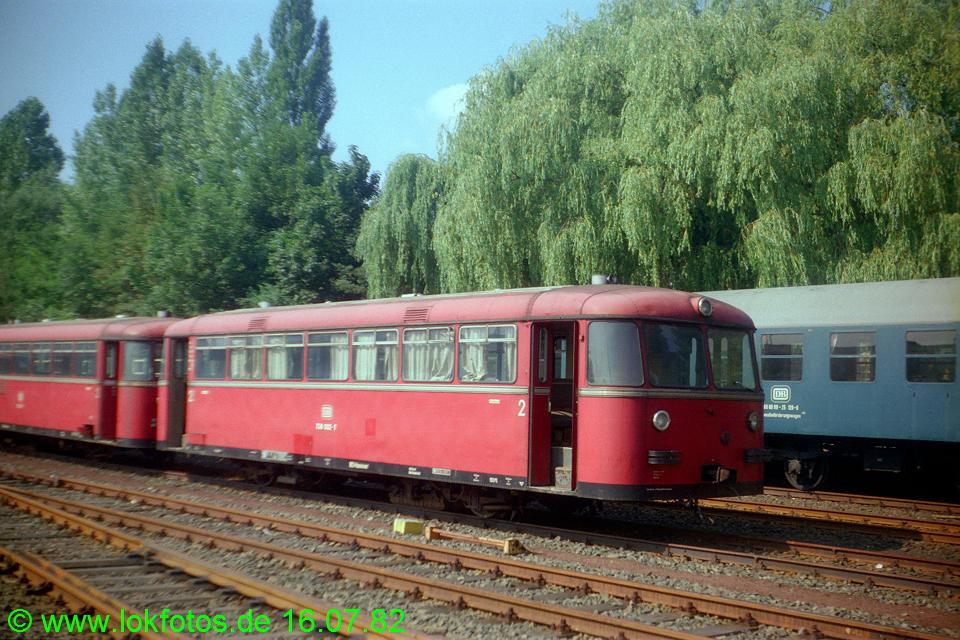 http://www.lokfotos.de/fotos/1982/0716/01411.jpg