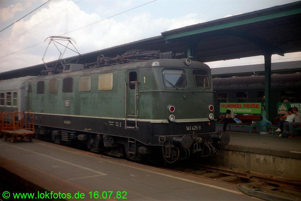 http://www.lokfotos.de/fotos/1982/0716/01430.jpg