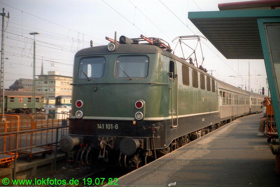 http://www.lokfotos.de/fotos/1982/0719/01444.jpg