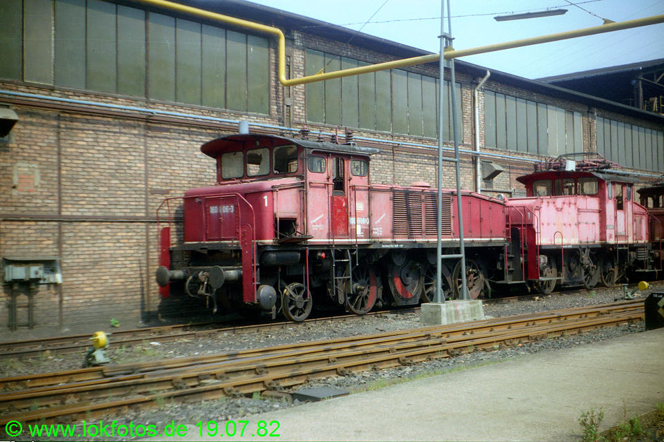 http://www.lokfotos.de/fotos/1982/0719/01452.jpg