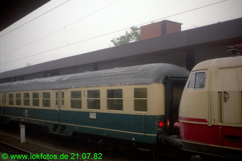 http://www.lokfotos.de/fotos/1982/0721/01465.jpg