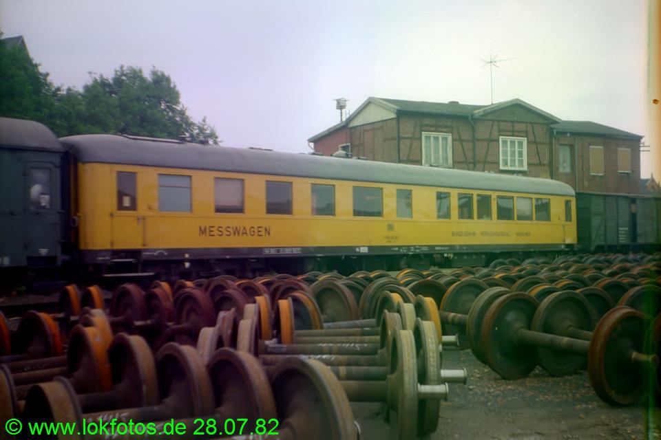 http://www.lokfotos.de/fotos/1982/0728/01550.jpg