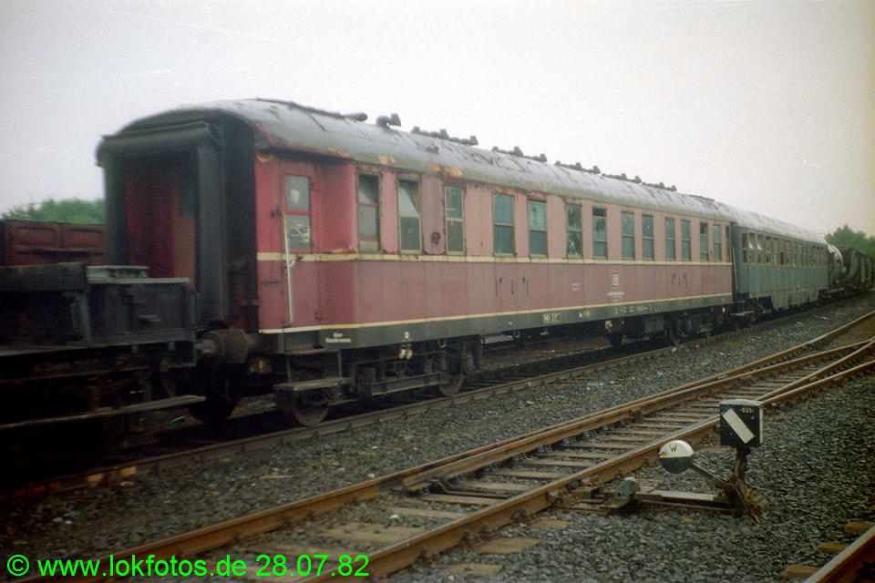 http://www.lokfotos.de/fotos/1982/0728/01562.jpg