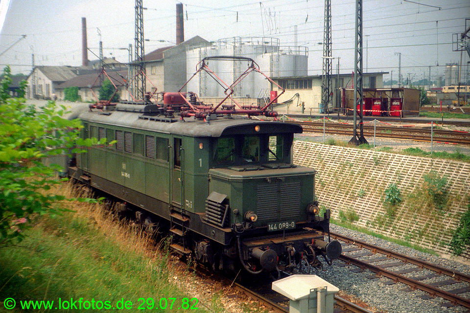 http://www.lokfotos.de/fotos/1982/0729/01568.jpg