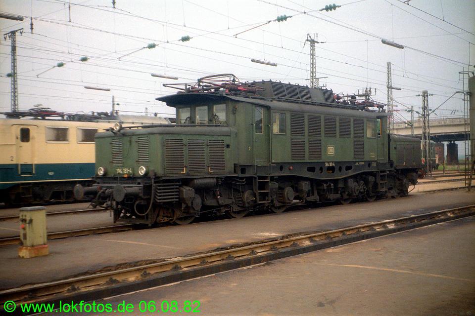 http://www.lokfotos.de/fotos/1982/0806/01664.jpg