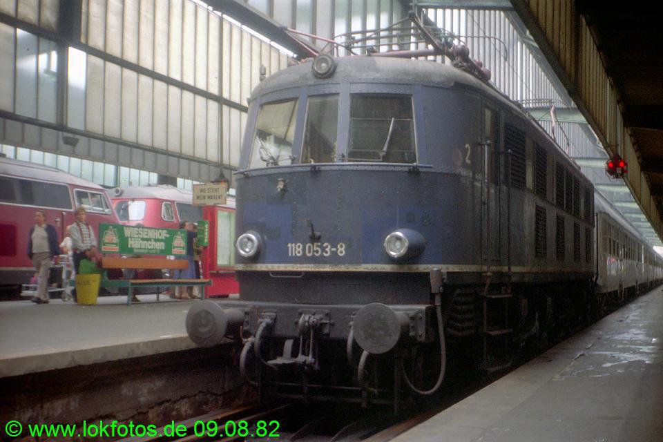 http://www.lokfotos.de/fotos/1982/0809/01683.jpg