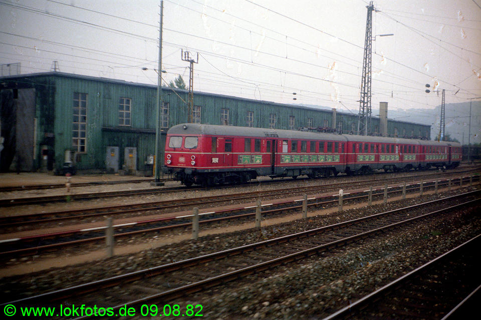 http://www.lokfotos.de/fotos/1982/0809/01694.jpg