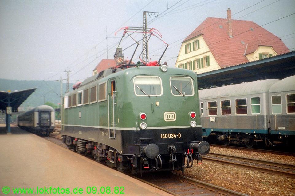 http://www.lokfotos.de/fotos/1982/0809/01695.jpg