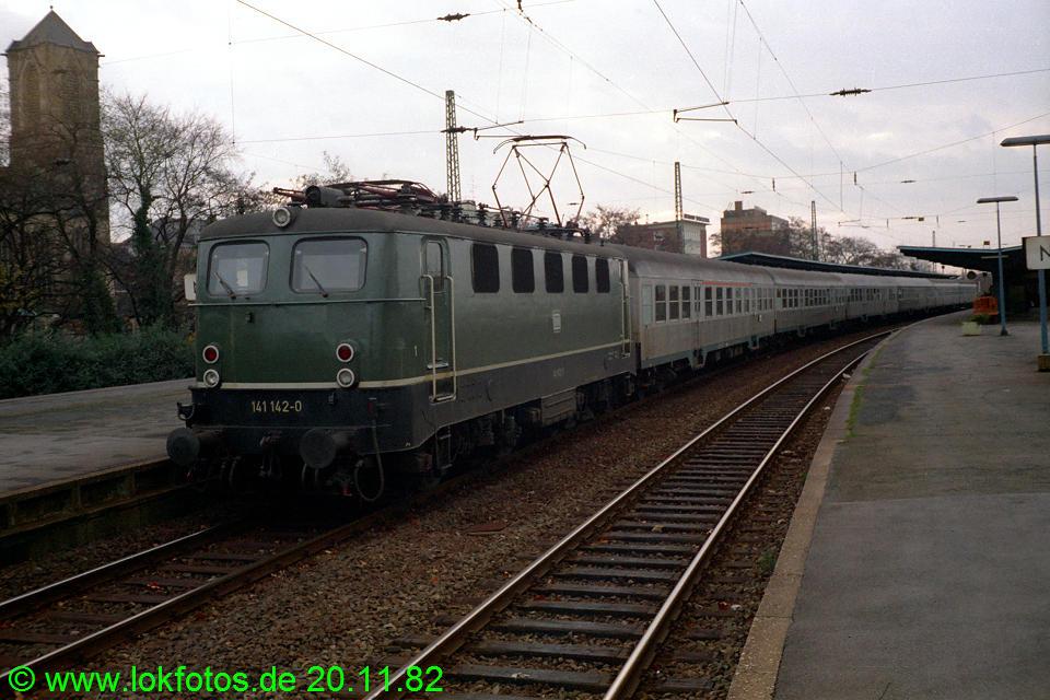 http://www.lokfotos.de/fotos/1982/1120/01758.jpg