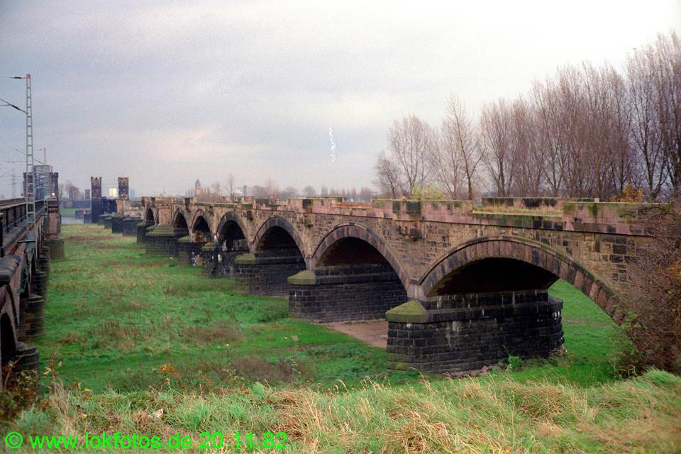 http://www.lokfotos.de/fotos/1982/1120/01759.jpg