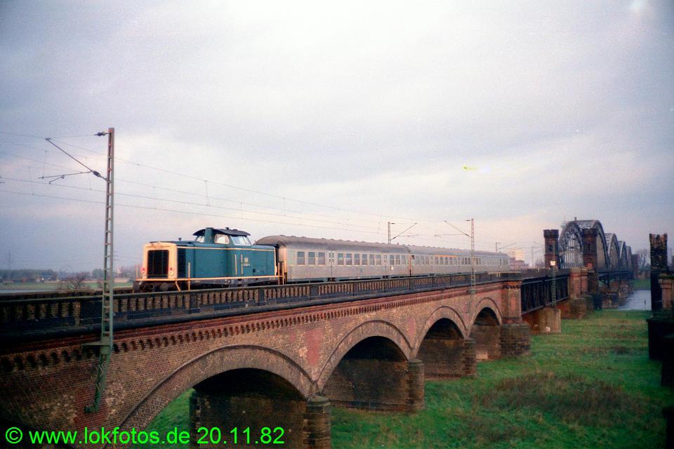 http://www.lokfotos.de/fotos/1982/1120/01762.jpg