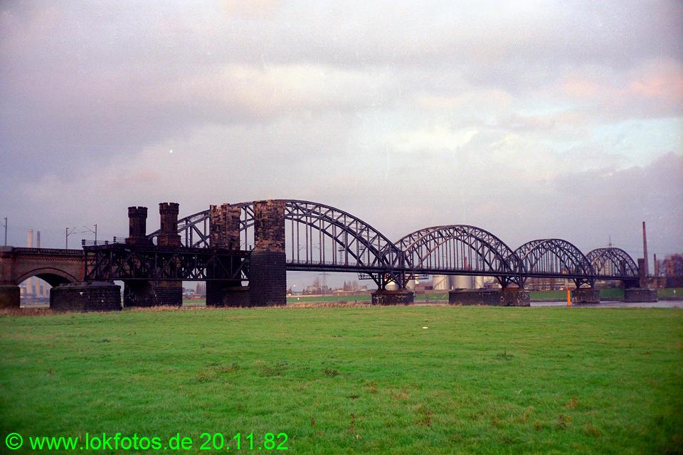 http://www.lokfotos.de/fotos/1982/1120/01765.jpg