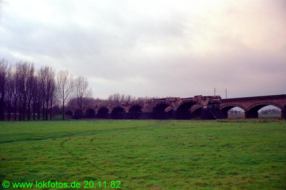 http://www.lokfotos.de/fotos/1982/1120/01766.jpg