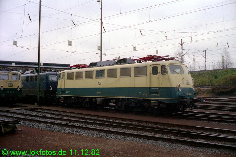 http://www.lokfotos.de/fotos/1982/1211/01773.jpg