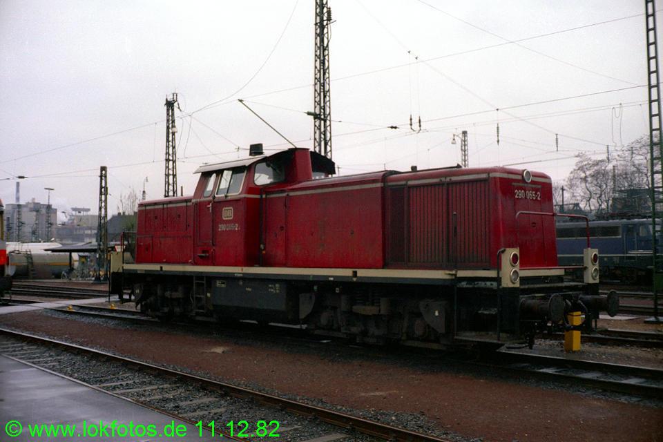 http://www.lokfotos.de/fotos/1982/1211/01776.jpg