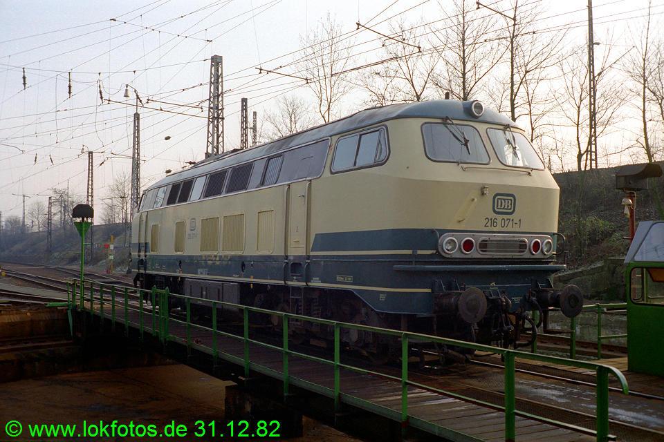 http://www.lokfotos.de/fotos/1982/1231/01794.jpg
