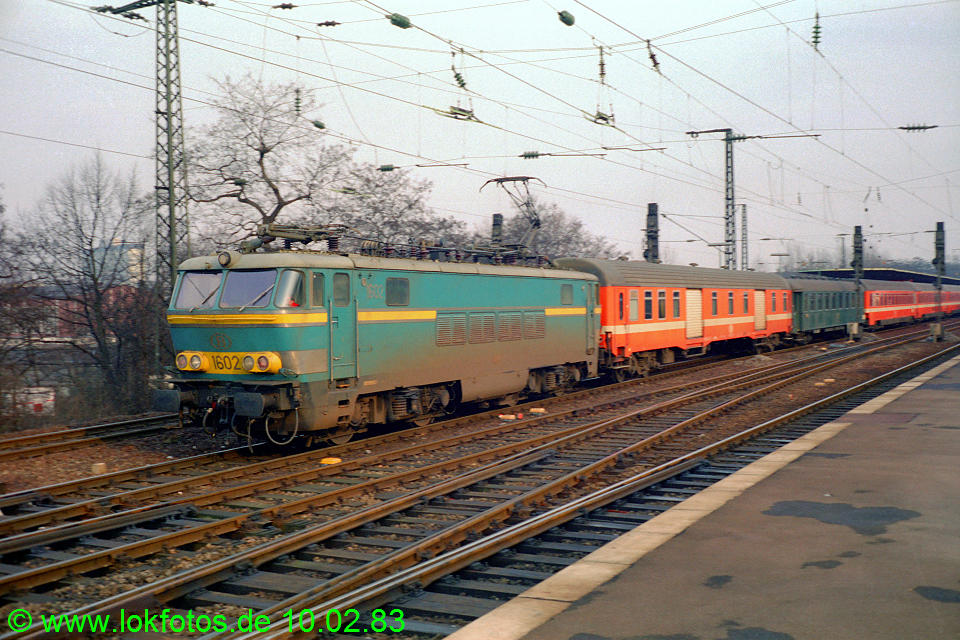 http://www.lokfotos.de/fotos/1983/0210/01826.jpg
