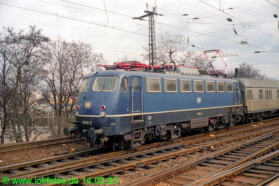 http://www.lokfotos.de/fotos/1983/0314/01869.jpg