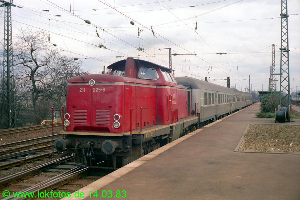 http://www.lokfotos.de/fotos/1983/0314/01878.jpg