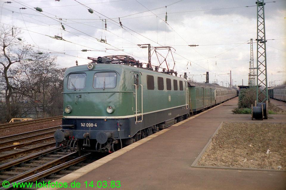 http://www.lokfotos.de/fotos/1983/0314/01887.jpg