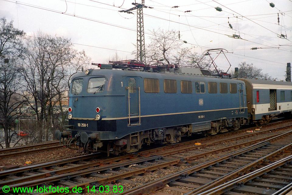 http://www.lokfotos.de/fotos/1983/0314/01899.jpg