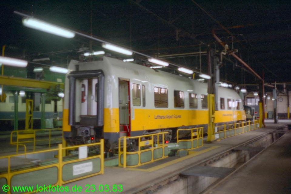 http://www.lokfotos.de/fotos/1983/0323/01951.jpg