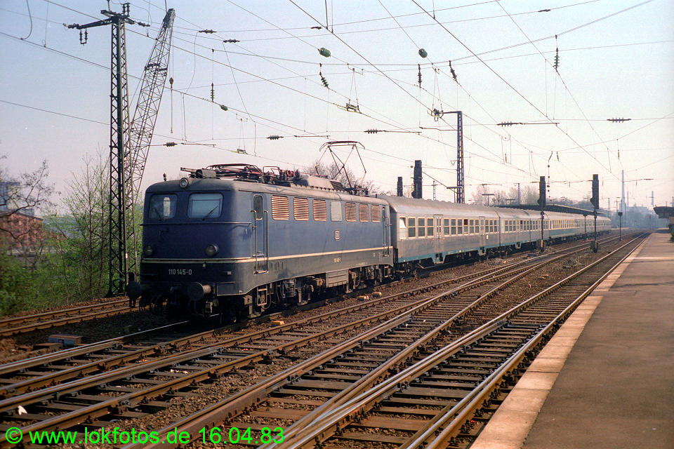 http://www.lokfotos.de/fotos/1983/0416/01975.jpg