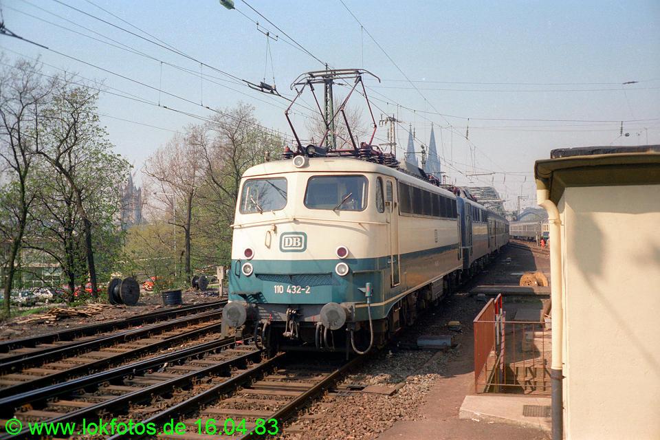 http://www.lokfotos.de/fotos/1983/0416/01979.jpg