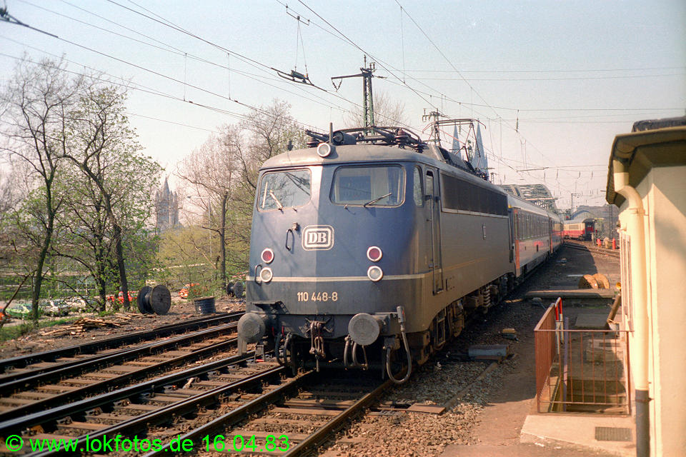http://www.lokfotos.de/fotos/1983/0416/01989.jpg