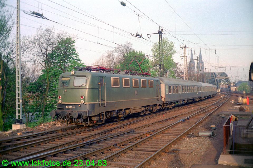 http://www.lokfotos.de/fotos/1983/0423/01996.jpg