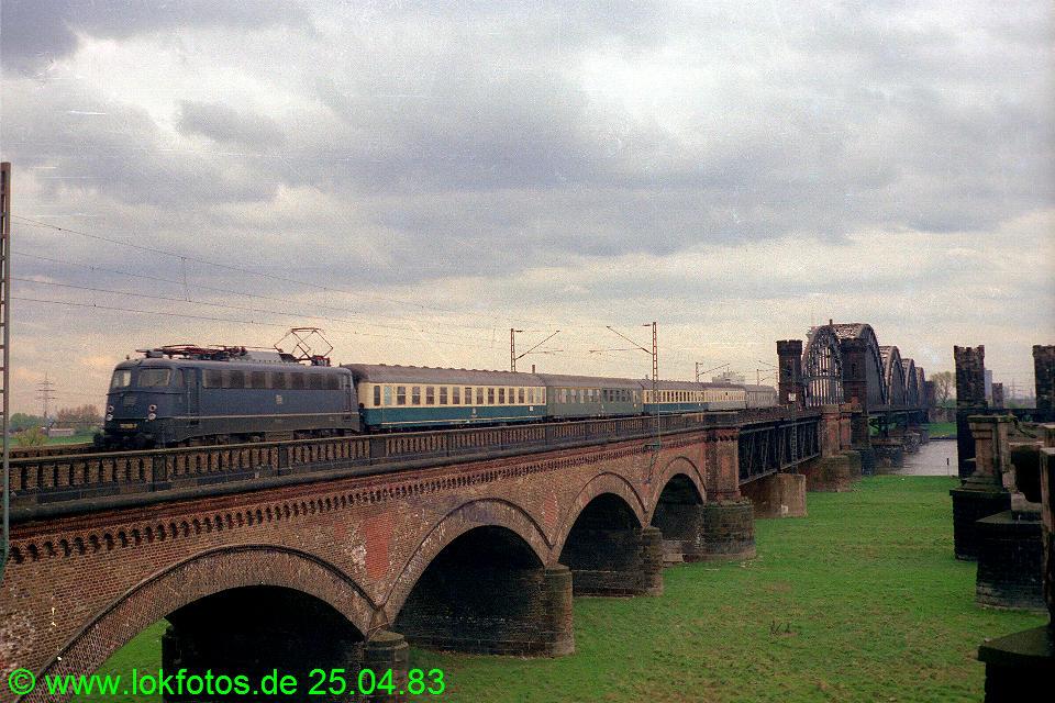 http://www.lokfotos.de/fotos/1983/0425/02034.jpg
